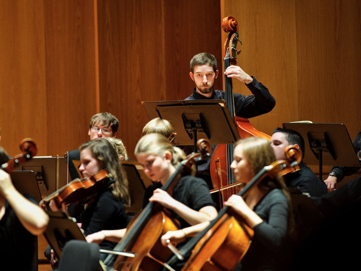 The Hamilton College Orchestra plays in Wellin Hall, Schambach Center. (PHOTO BY NANCY L. FORD)