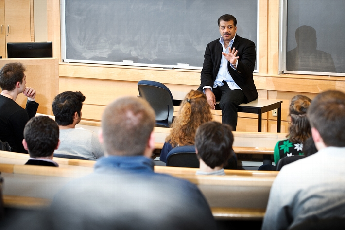 Neil deGrasse Tyson addresses a classroom of physics and environmental studies students.<br />Photo: Nancy L. Ford